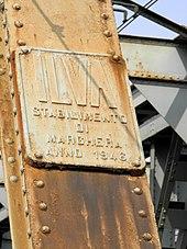 Targa metallica posta sul ponte ferroviario della ferrovia Padova-Bologna che attraversa il fiume Adige tra Granzette, frazione di Rovigo, e Boara Pisani.