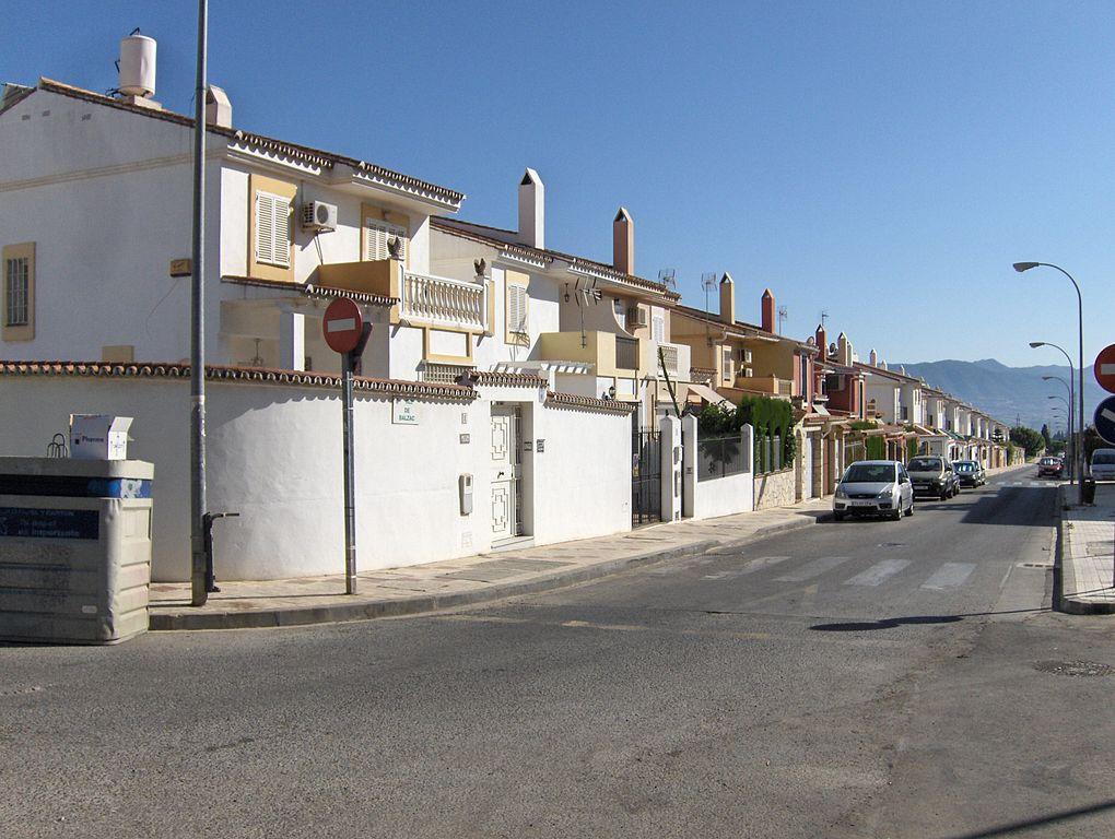 File adosados puerto de la wikimedia commons - Puerto de la torre ...