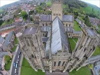Файл:Aerial video of Wells Cathedral.webm