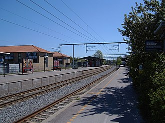 Allerød station - The platforms and two of the tracks