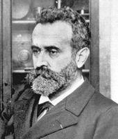 Alphonse Bertillonno era experto en grafología pero inventó lateoría de autoforgerieodisfraz de la propia escritura.