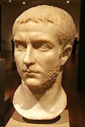 Busto dell'imperatore Gallieno, che fece includere l'anfiteatro di Verona nella nuova cinta muraria.