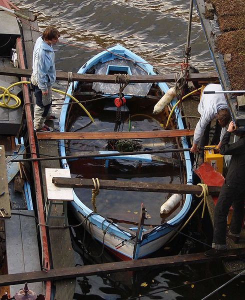 File:Amsterdam canal dinghy salvage.jpg