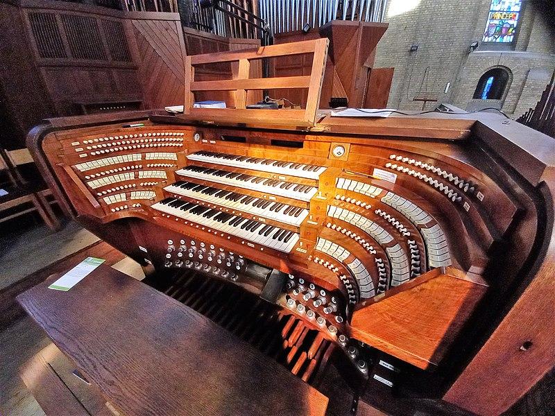 Datei:Antwerpen-Kiel, Christus-Koning (Klais-Orgel, Spieltisch) (3).jpg