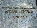 Artur Fischer Grabschrift.jpg