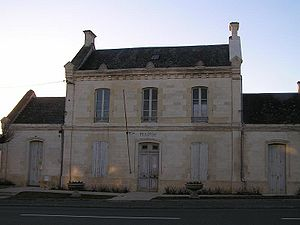 Asnières-la-Giraud - Town hall