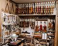 Atelier dun luthier (1), Mirecourt, 2013.jpg