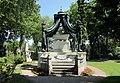 Auch am Friedhof sind nicht alle gleich... - panoramio.jpg