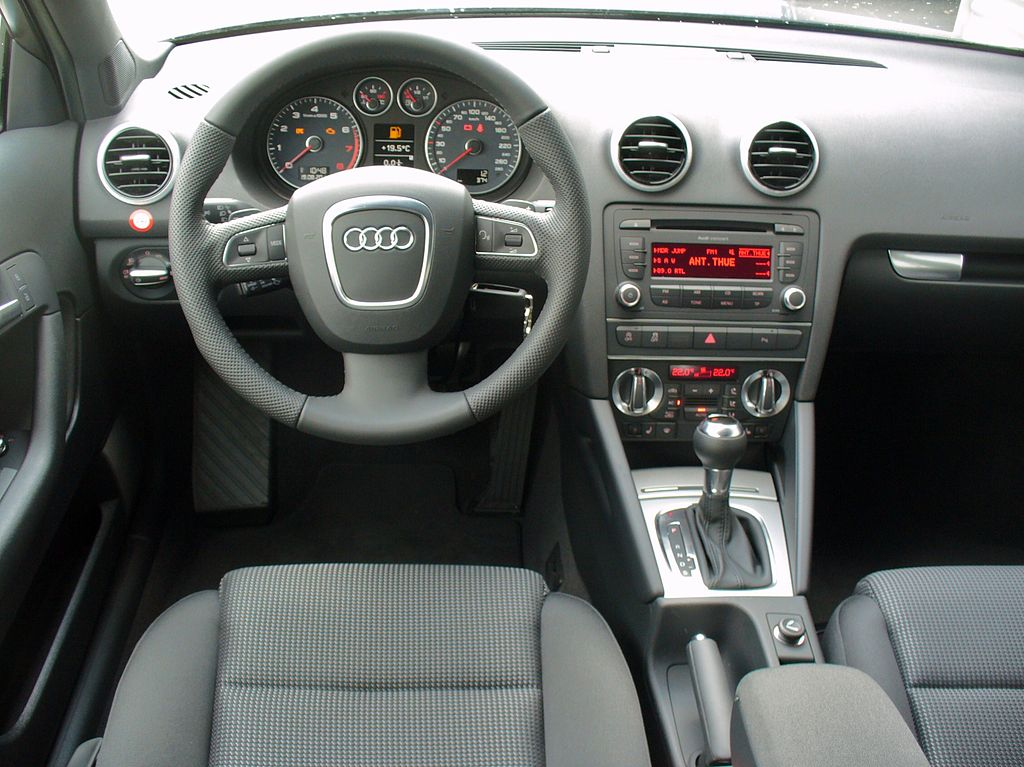 File audi a3 sportback ambition 1 4 tfsi s tronic for Audi a3 interieur