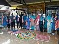 Barisan Guru dan Pelajar yang Terlibat dengan Majlis Perasmian Kolem.jpg