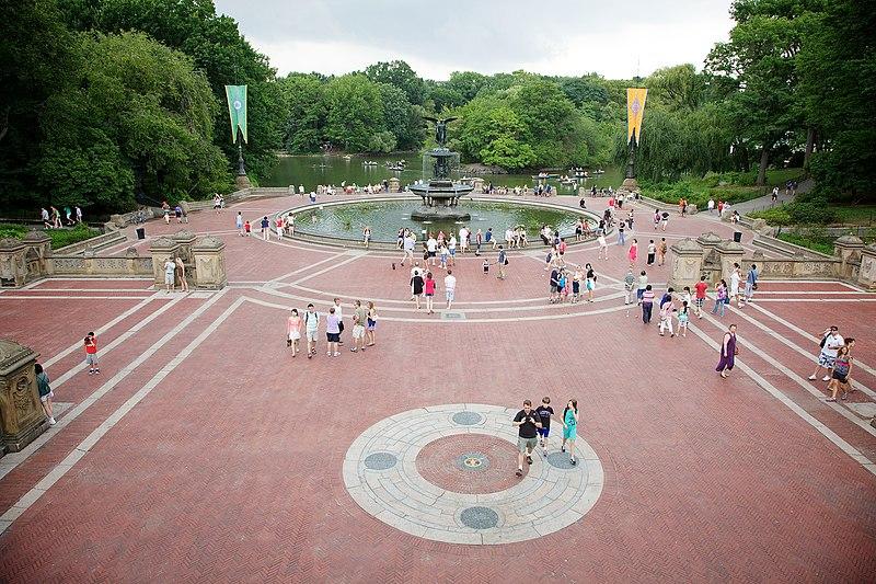 Bethesda Fountain, Central Park, New York, USA-1Aug2010.jpg