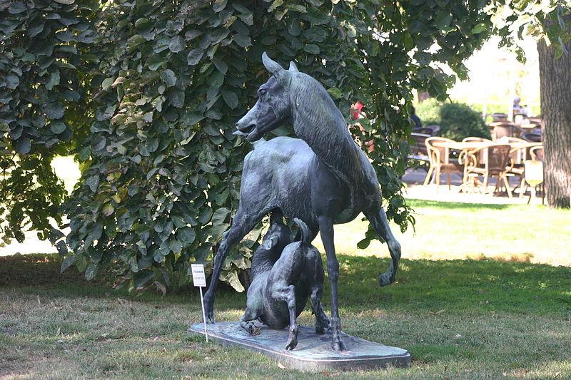 Dosya:Beylerbeyi Palace - Horse Statue.jpg