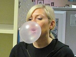 Bubble gum - Image: Blowing bubble gum