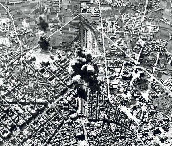 Bombardeo sobre la estación del Norte en Valencia