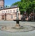 Brunnen (Schlossplatz, Worms).jpg