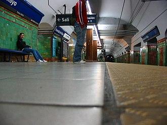 Avenida de Mayo (Buenos Aires Underground) - Image: Buenos Aires Subte Avenida de Mayo