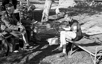 Camp bed - Image: Bundesarchiv Bild 101I 187 0203 15A, Russland, Soldaten bei Ruhepause
