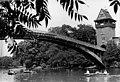 "Bundesarchiv Bild 183-U0801-0016, Berlin, Brücke, Brückenturm, Spree, ""Insel der Jugend"", Ruderboote.jpg"