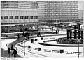 Bundesarchiv Bild 183-Z1209-032, Berlin, Alexanderplatz, Brunnen, Winter.jpg