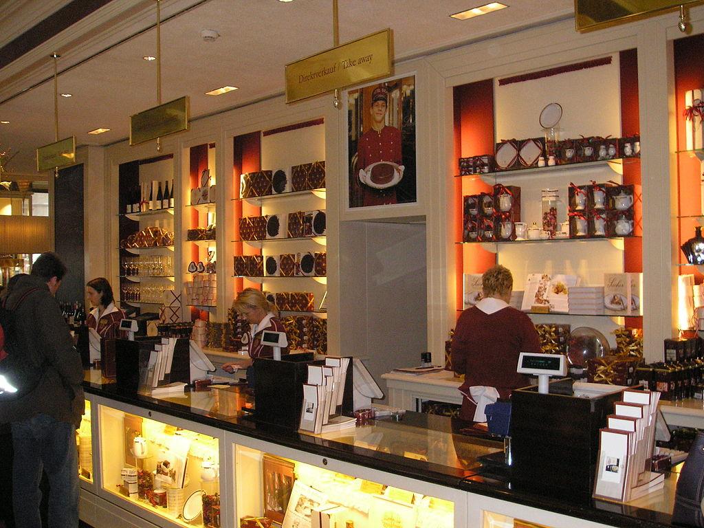 FileCafu00e9 Sacher Shop Interior Vienna.jpg - Wikimedia Commons