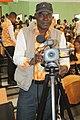 Cameraman ivoirien en activité 06.jpg
