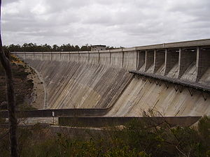 Canning Dam - The dam wall and spillway