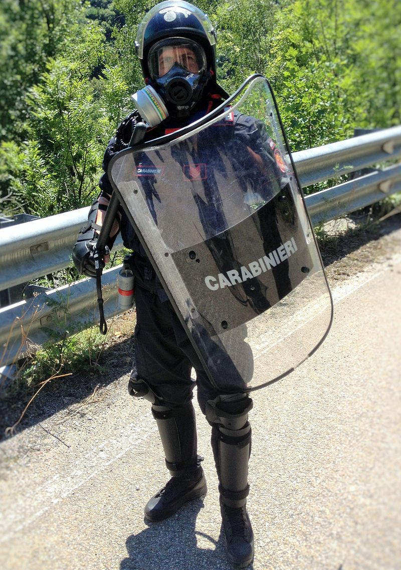 Carabiniere in assetto completo da OP.JPG