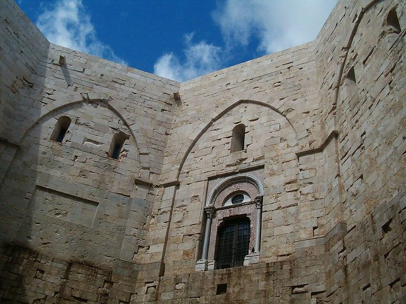 File:Castel del Monte giu06 004.jpg