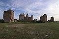 Castillo de Turégano, y ruinas de torres de muralla exterior, vista desde el norte.jpg