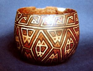 "Lima culture - Playa Grande cup style, decorated ""interlocking"". MNAAHP."