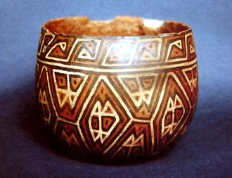 """Lima culture - Playa Grande cup style, decorated """"interlocking"""". MNAAHP."""
