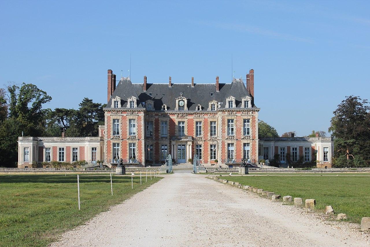 le château de Martin du 9 Juin trouvé par Ajonc - Page 3 1280px-Ch%C3%A2teau_de_la_Grange