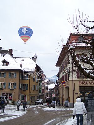 Château-d'Œx - Balloon above the streets of Château-d'Œx