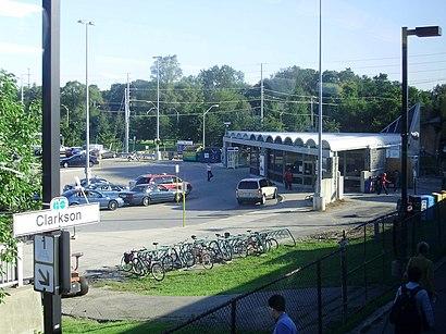 Comment aller à Clarkson Go Station en transport en commun - A propos de cet endroit