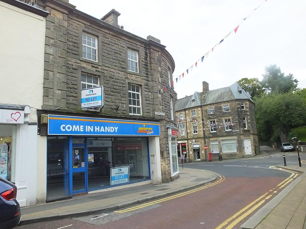 Clitheroe -Castle Street 8818.JPG