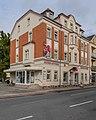 Coswig Dresdner Straße 60 Mietshaus (mit Apotheken-Laden) in halboffener Bebauung II.jpg