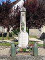 Courcelles-lès-Gisors (60), monument aux morts devant l'église 2.jpg