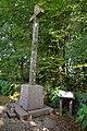 Croix en face de la chapelle des Nouettes à Saint-Michel-de-Montjoie.jpg