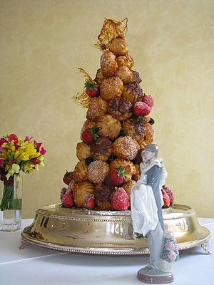 Croquembouche - Image: Croquembouche wedding cake