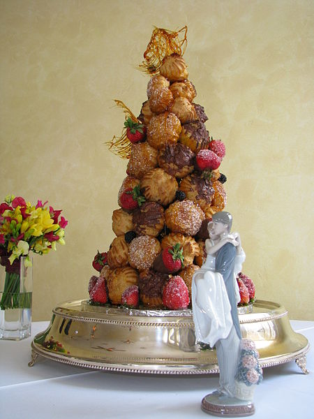 File:Croquembouche wedding cake.jpg