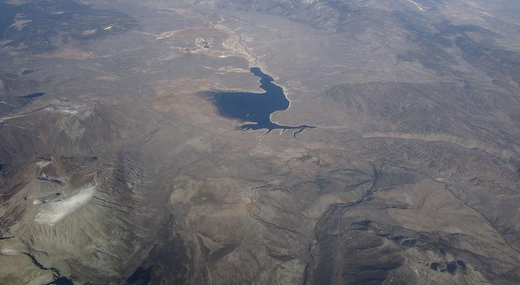 File crowley lake near mammoth lakes california for Lake fishing near los angeles