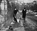 Családi fotó 1942-ben a Garas utcában. Fortepan 14210.jpg