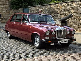 Daimler DS 420, Castle Hill, Lincoln.jpg