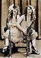 Daisy and Violet Hilton c1927a.jpg