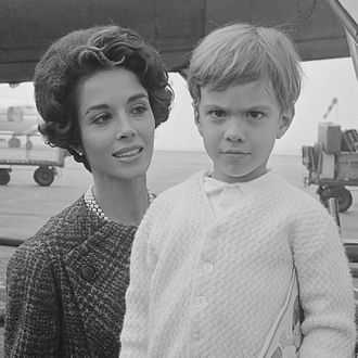 Dana Wynter - Dana Wynter with her son Mark (1963)
