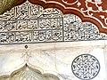 Delhi Freitagsmoschee - Mihrab groß 4a Inschrift.jpg