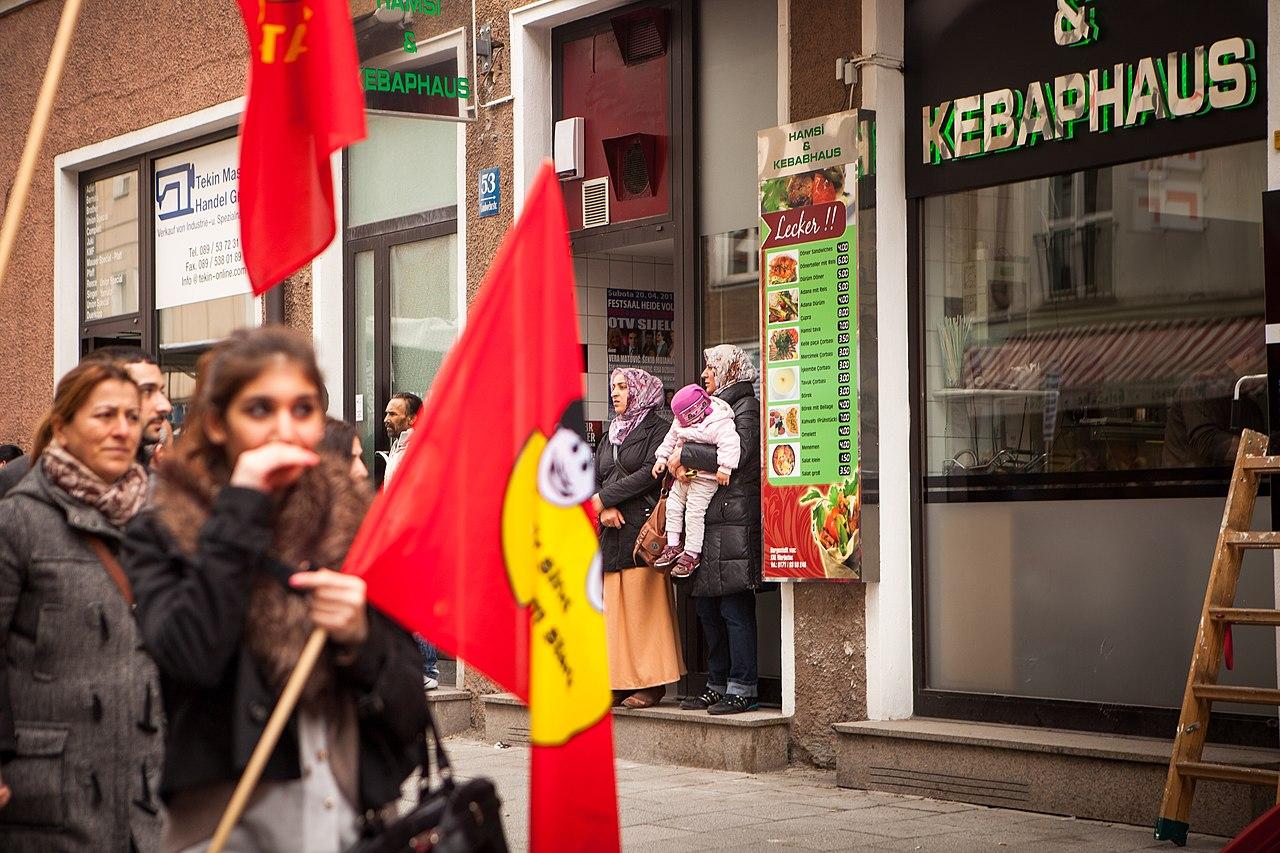 Demonstration zum NSU Prozess München-10 (8647154927).jpg
