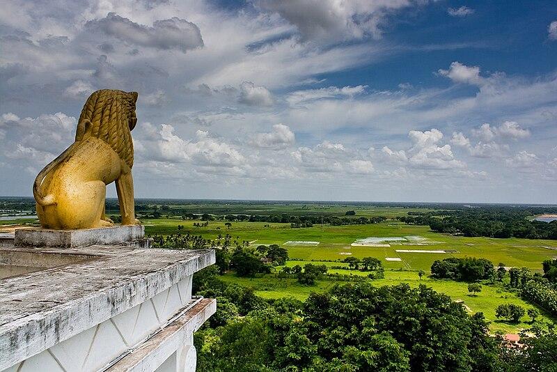 File:Dhauli-Giri-Lion-King-Bhubaneswar-Orissa.jpg