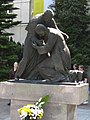 Dziedziniec Katolickiego Uniwersytetu Lubelskiego - pomnik Jana Pawła II i kardynała Stefana Wyszyńskiego - panoramio.jpg