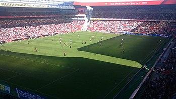 El estadio El Molinón durante el encuentro entre el Sporting y el Athletic  Club de la temporada 2011-12. 10499207bc07b